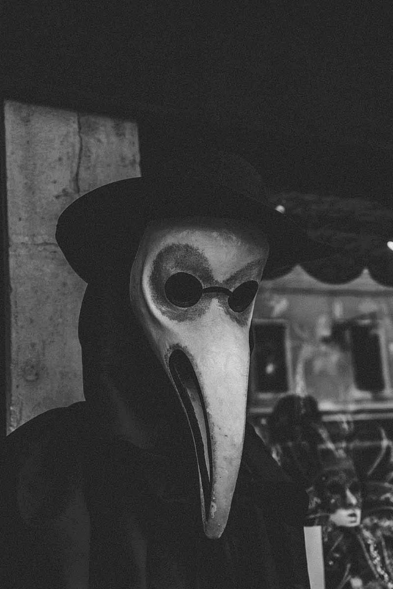 plague mask, medieval period